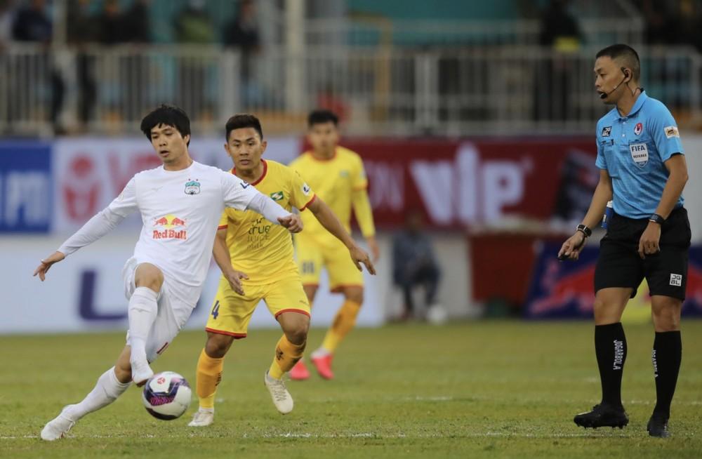V.League trở lại giúp thầy Park kiểm tra kỹ phong độ của học trò. Ảnh: ANH HUY