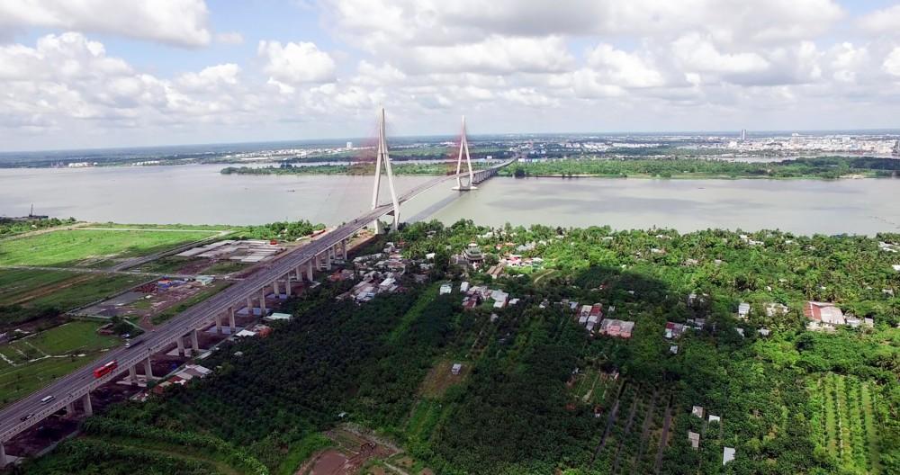 Công trình cầu Cần Thơ đưa vào sử dụng năm 2010, kết nối Cần Thơ với các địa phương ĐBSCL. Ảnh: H.A