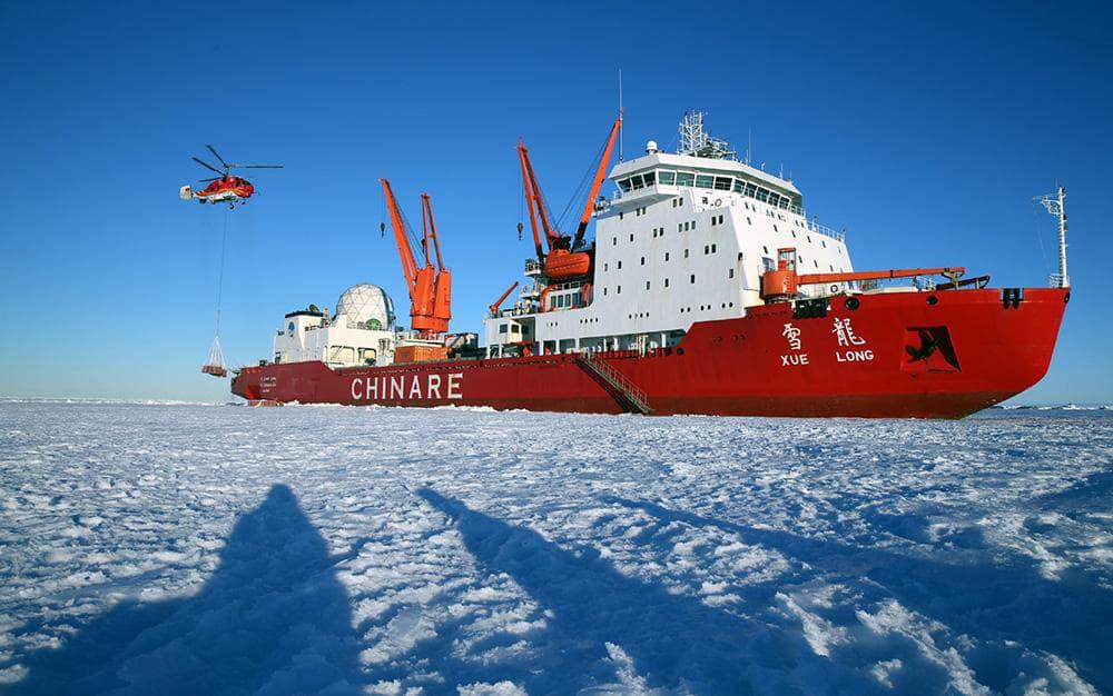 Tàu phá băng Tuyết Long của Trung Quốc tại Bắc Cực. Ảnh: Telegraph