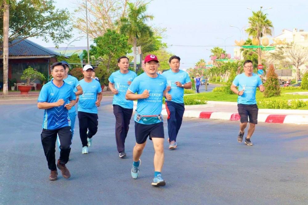 Đại diện lãnh đạo, cán bộ Sở Văn hóa, Thể thao và Du lịch TP Cần Thơ tham gia Lễ phát động Ngày chạy Olympic vì sức khỏe toàn dân năm 2021 tại quận Cái Răng.