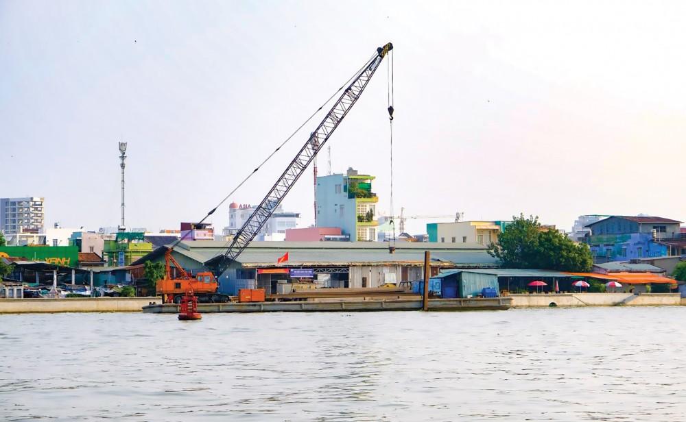 Công trình kè sông Cần Thơ, phía quận Ninh Kiều.