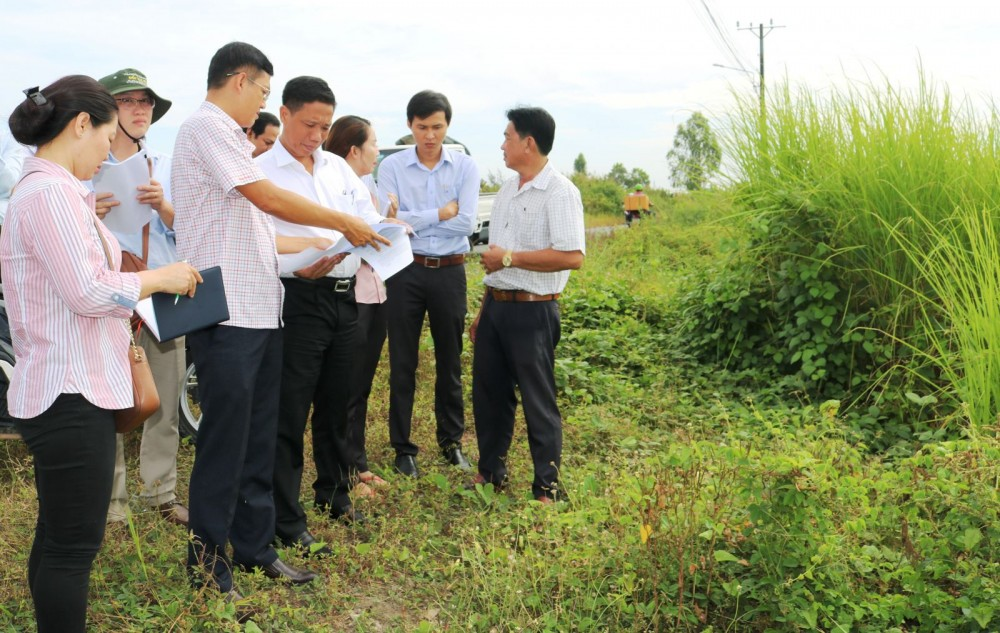 Đoàn công tác kiểm tra thực tế tại Khu TĐC Bình Thủy (khu 1), quận Bình Thủy, TP Cần Thơ.