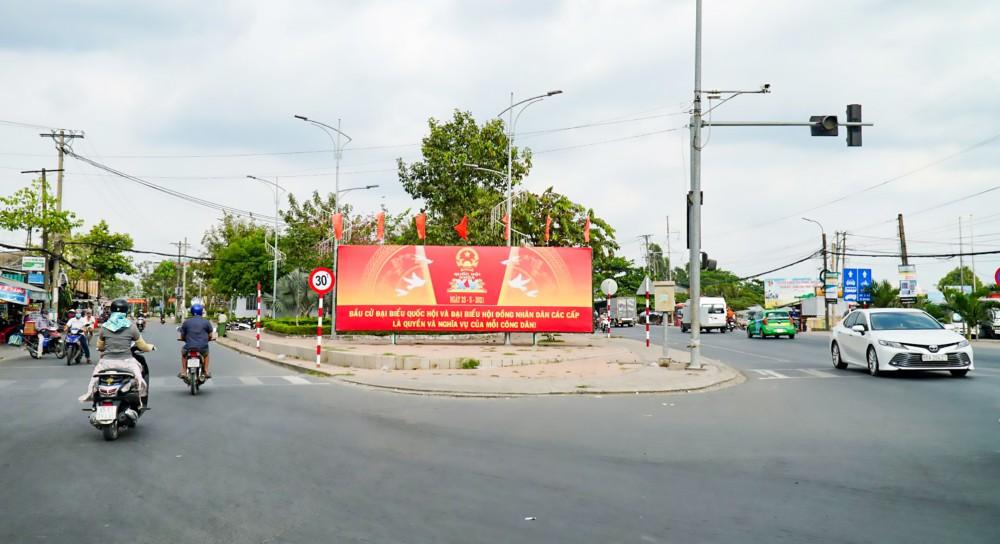 Quận Ô Môn thực hiện nhiều pano, áp phích tuyên truyền về cuộc bầu cử.