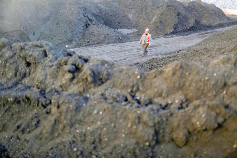 Công nhân làm việc tại một mỏ than ở tỉnh Sơn Tây. Ảnh: SCMP