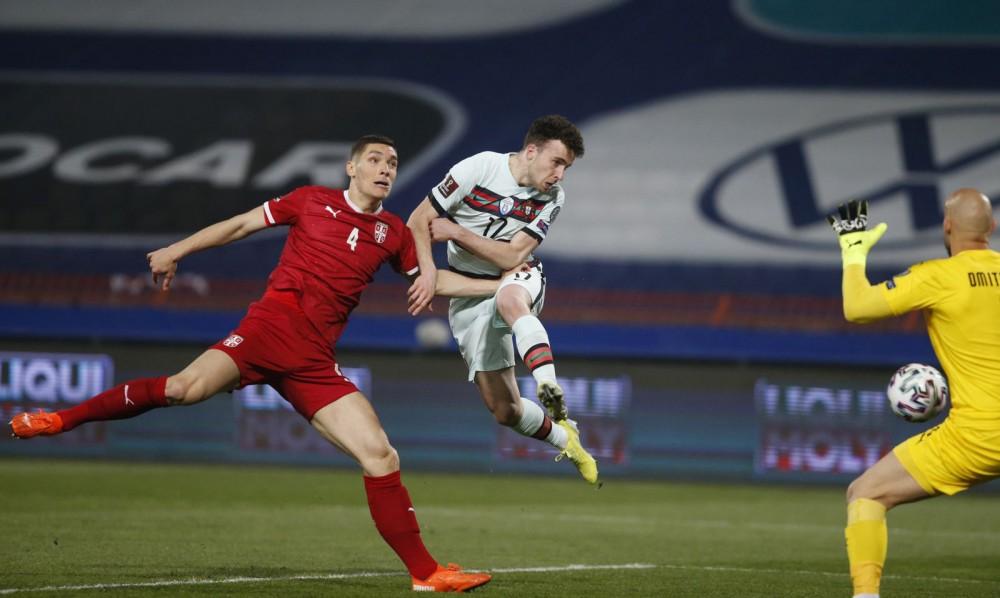 Tuy chỉ cao 1m78 nhưng Jota (giữa) ghi hai bàn thắng vào lưới Serbia đều bằng đầu. Ảnh: Goal
