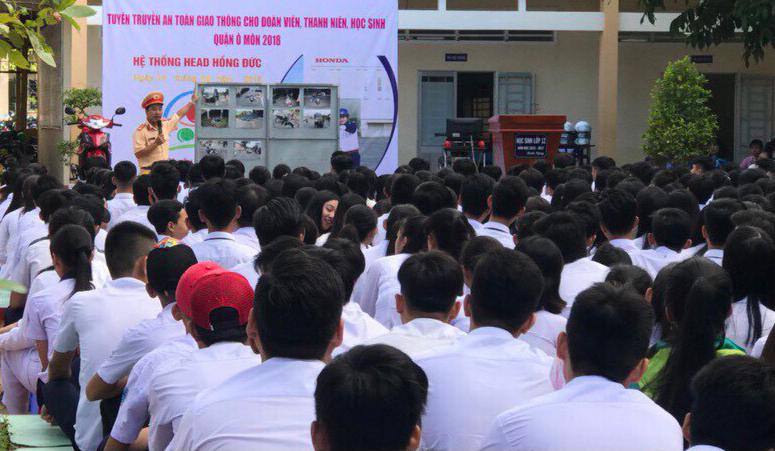 Buổi tuyên truyền pháp luật về trật tự, ATGT của Công an quận Ô Môn đến học sinh Trường THPT Lương Định Của.