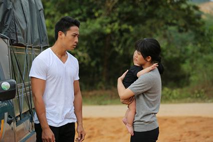 Mộc Trà (Trâm Anh, phải) và Hoàng Quân (Linh Sơn) trong phim.