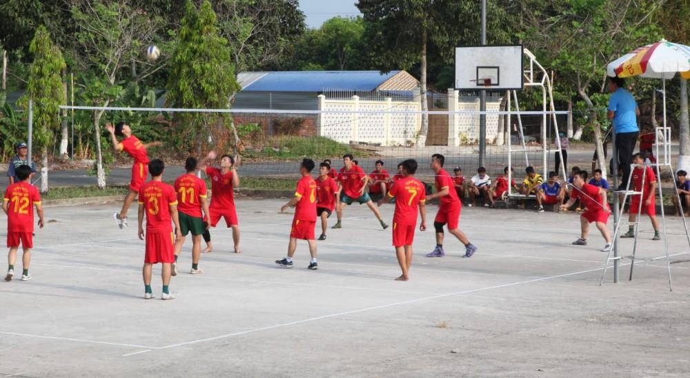 Các vận động viên thi đấu bóng chuyền mừng Chôl Chnăm Thmây năm 2021.