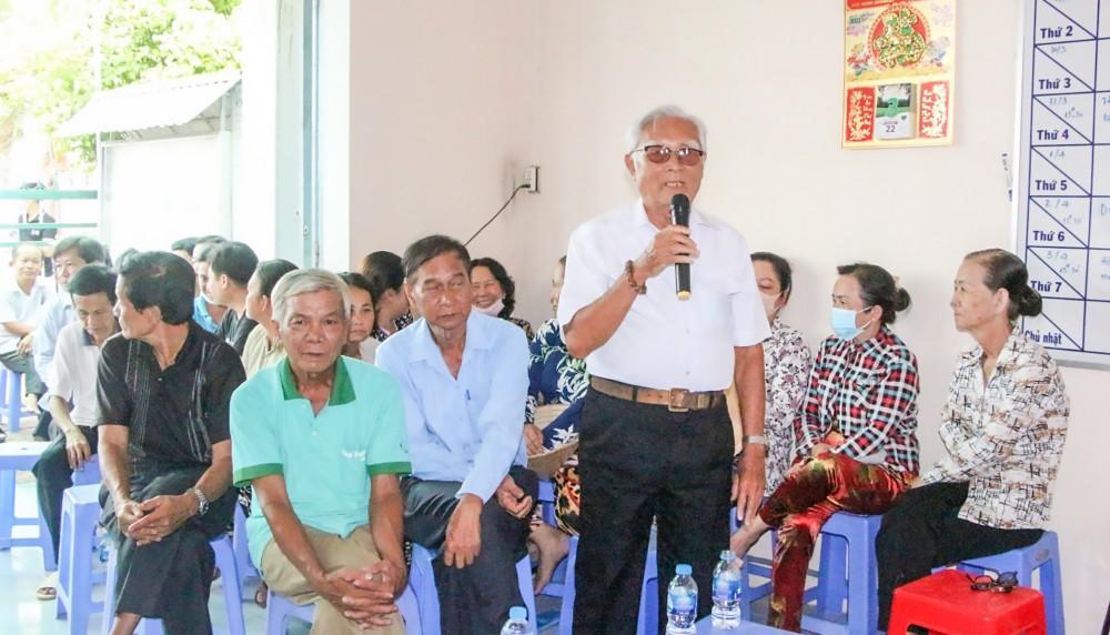 Đại diện cử tri ấp Thị Tứ, thị trấn Phong Điền đóng góp ý kiến đối với những người được giới thiệu ứng cử đại biểu HĐND các cấp.
