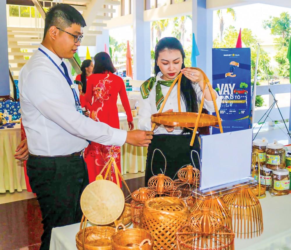 HTX Quốc Noãn, huyện Thới Lai giới thiệu sản phẩm, hàng hóa tại các hội chợ, hội nghị... do Liên minh HTX TP Cần Thơ tổ chức.
