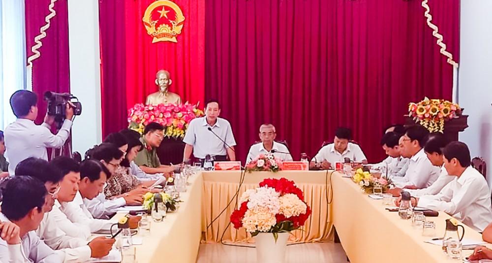 Đồng chí Đinh Trung Trực, Phó Chủ tịch Ủy ban MTTQVN thành phố phát biểu tại buổi kiểm tra công tác chuẩn bị bầu cử ở huyện Vĩnh Thạnh.