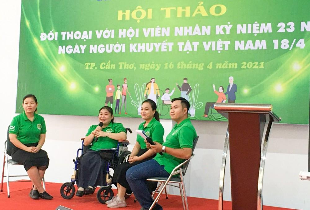 Lãnh đạo Hội NKT thành phố đối thoại với hội viên.