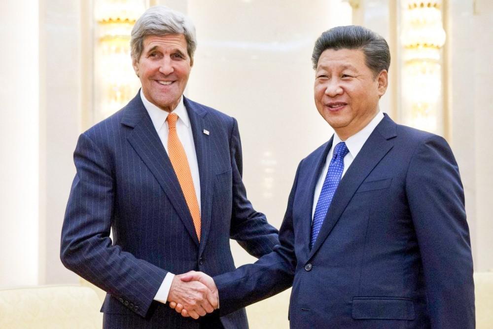 Ông Kerry (trái) trong cuộc gặp với Chủ tịch Tập hồi năm 2016. Ảnh: SCMP