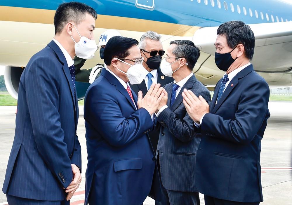 Thủ tướng Phạm Minh Chính đến Indonesia, bắt đầu chuyến công tác tham dự Hội nghị các Nhà Lãnh đạo ASEAN. Ảnh: VGP/Nhật Bắc