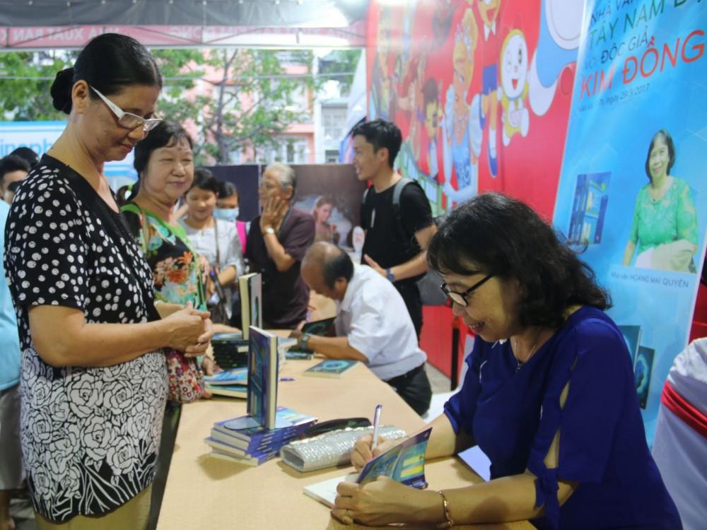 Các hoạt động về sách giúp phát triển văn hóa đọc trong cộng đồng.