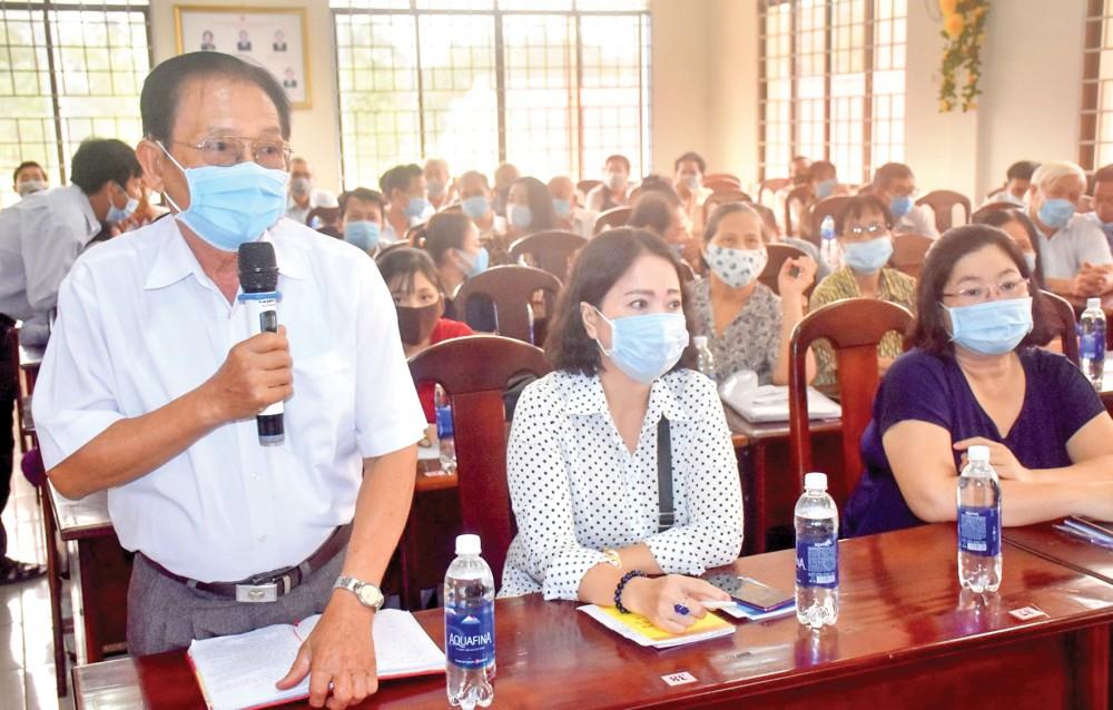 Cử tri phường Bùi Hữu Nghĩa, quận Bình Thủy, phát biểu ý kiến tại hội nghị. Ảnh: X.ĐÀO