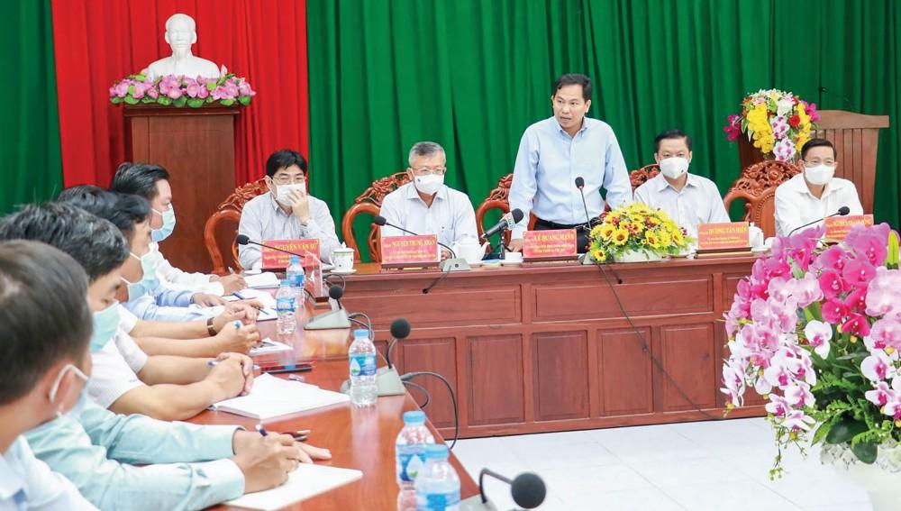 Đồng chí Lê Quang Mạnh, Ủy viên Trung ương Đảng, Bí thư Thành ủy Cần Thơ, Trưởng Ban Chỉ đạo công tác bầu cử thành phố, phát biểu chỉ đạo tại buổi kiểm tra công tác chuẩn bị bầu cử ở quận Cái Răng. Ảnh: Q. THÁI
