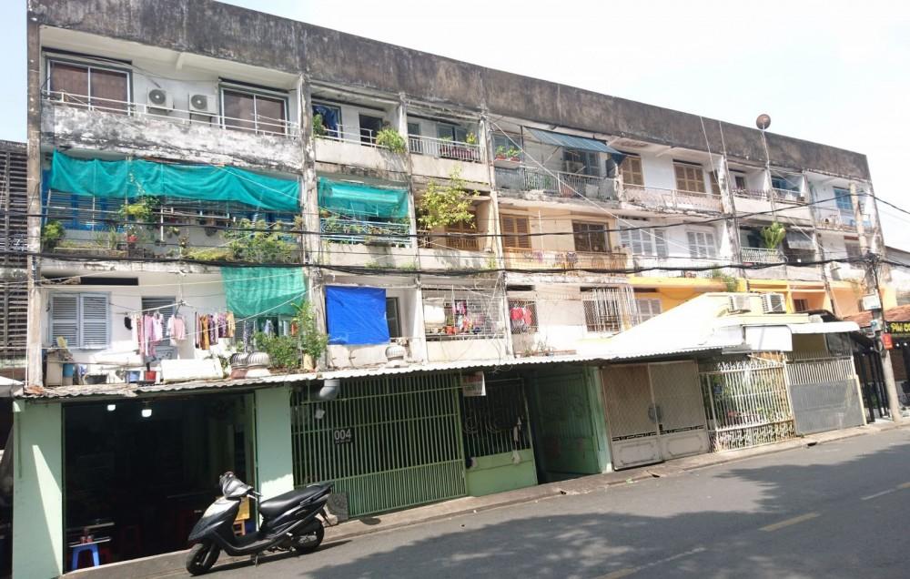 Vị trí chung cư Ngô Hữu Hạnh và dãy 18 căn phố lầu đang được mời gọi cải tạo đầu tư xây dựng lại. Ảnh: Huỳnh Biển