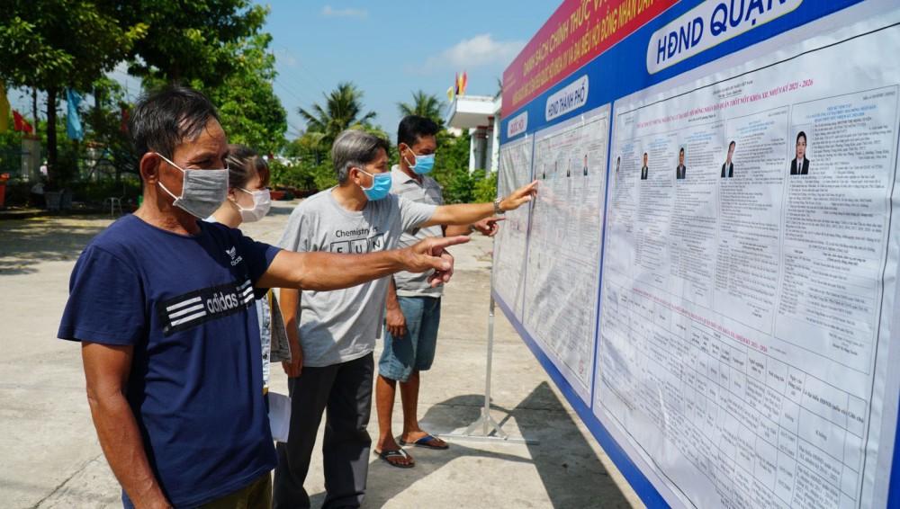 Cử tri phường Thuận An tìm hiểu danh sách các ứng cử viên đại biểu Quốc hội khóa XV và đại biểu HĐND các cấp nhiệm kỳ 2021-2026.