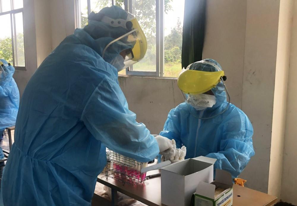 Ngành Y tế nâng cao năng lực lấy mẫu, xét nghiệm COVID-19.