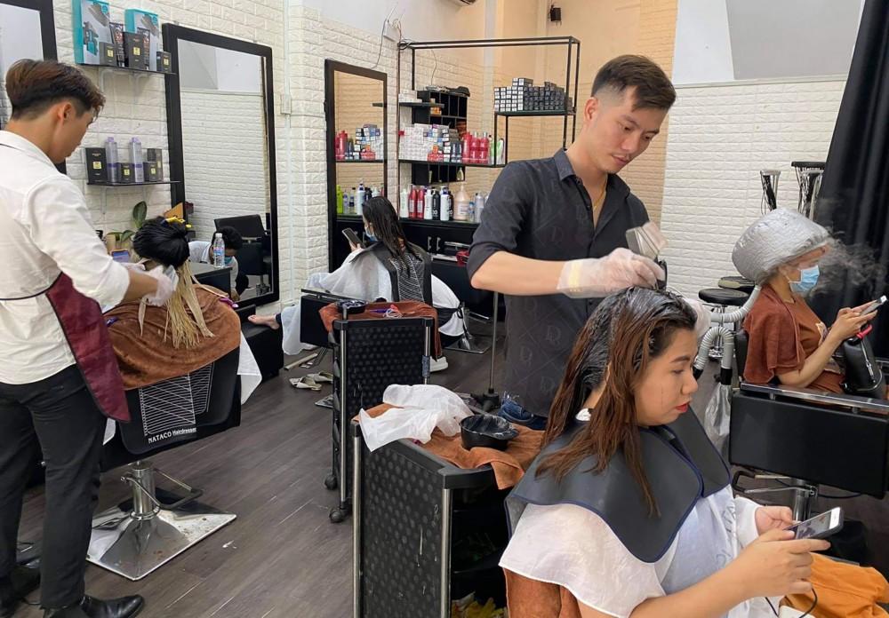 Nghề tóc đòi hỏi sự tỉ mỉ, cẩn thận trong công việc.