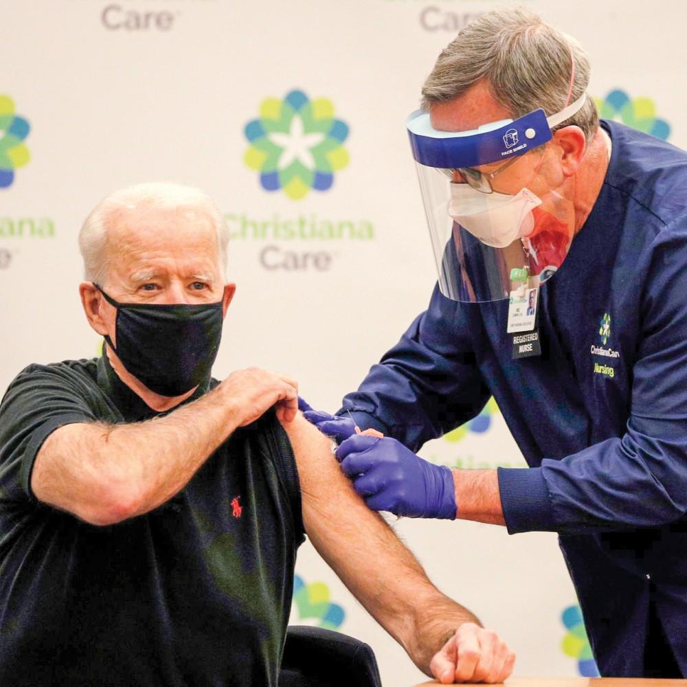 Tổng thống Biden tiêm vaccine COVID-19. Ảnh: Getty Images