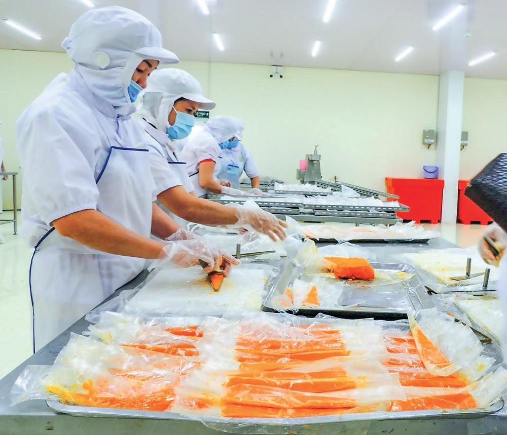 Quy trình sản xuất sạch, đạt chuẩn, tạo ra sản phẩm thân thiện môi trường đang được Công ty CP Thực phẩm Phạm Nghĩa áp dụng.