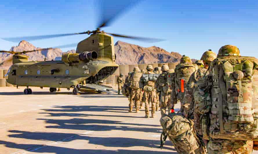 Binh sĩ Mỹ ở Afghanistan. Ảnh: Guardian