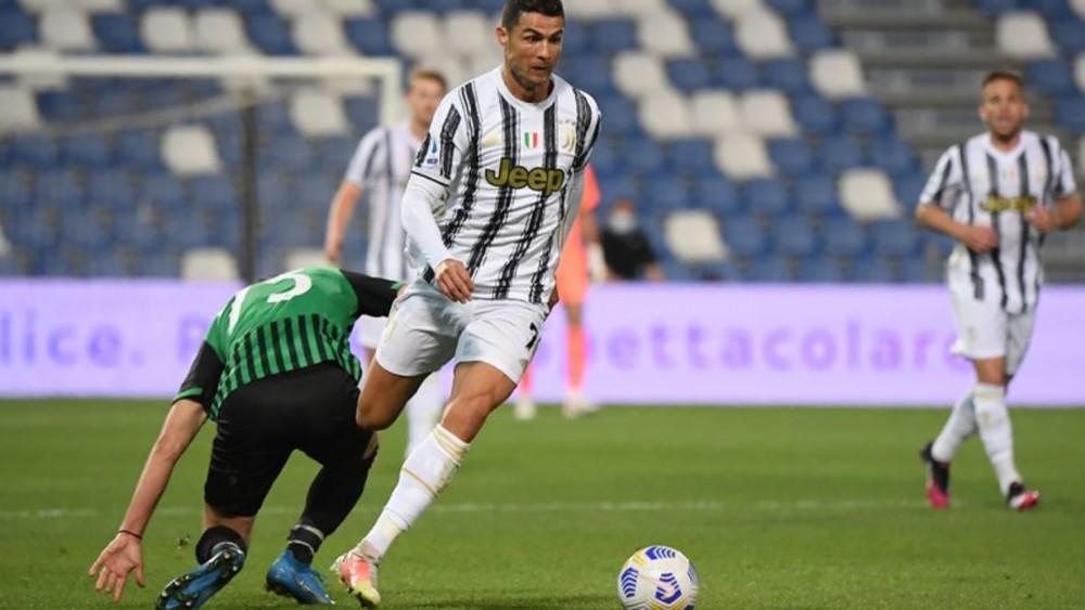 Ronaldo (giữa) đã viết lại lịch sử Juventus. Ảnh: Reuters