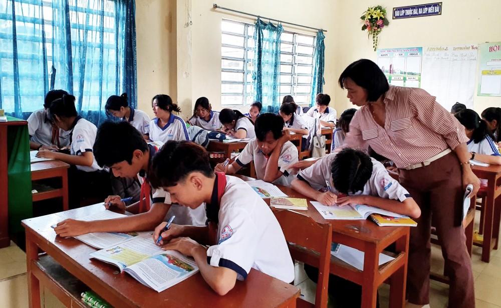 Giờ học của học sinh Trường THCS Trường Xuân, huyện Thới Lai (Ảnh chụp trước tháng 5-2021). Ảnh: B.NG