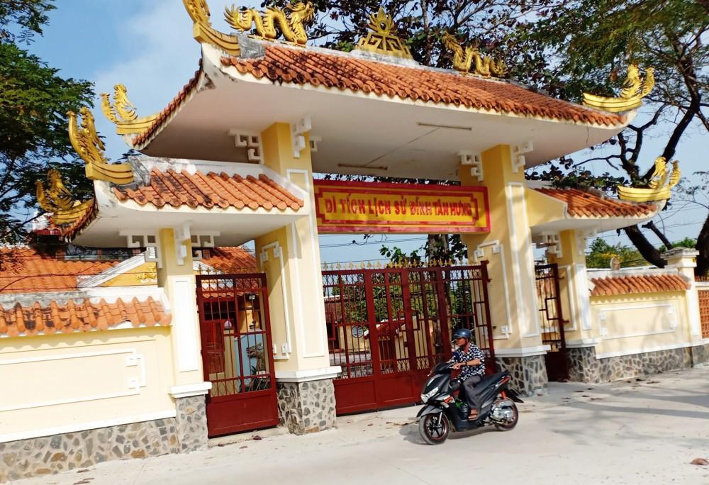 Đình Tân Hưng tọa lạc ấp Tân Hưng, xã Lý Văn Lâm, TP Cà Mau.