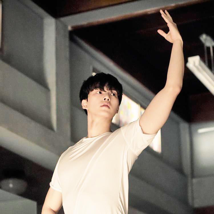 """Song Kang trong phim """"Navillera""""."""