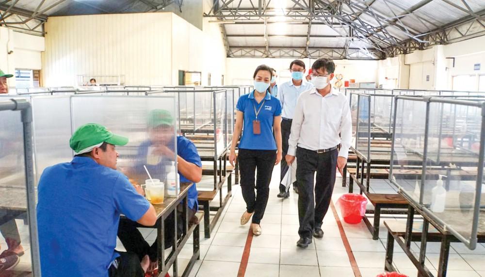 CDC Cần Thơ kiểm tra công tác phòng, chống dịch COVID-19 tại Công ty TNHH Công nghiệp thực phẩm Pataya Việt Nam.