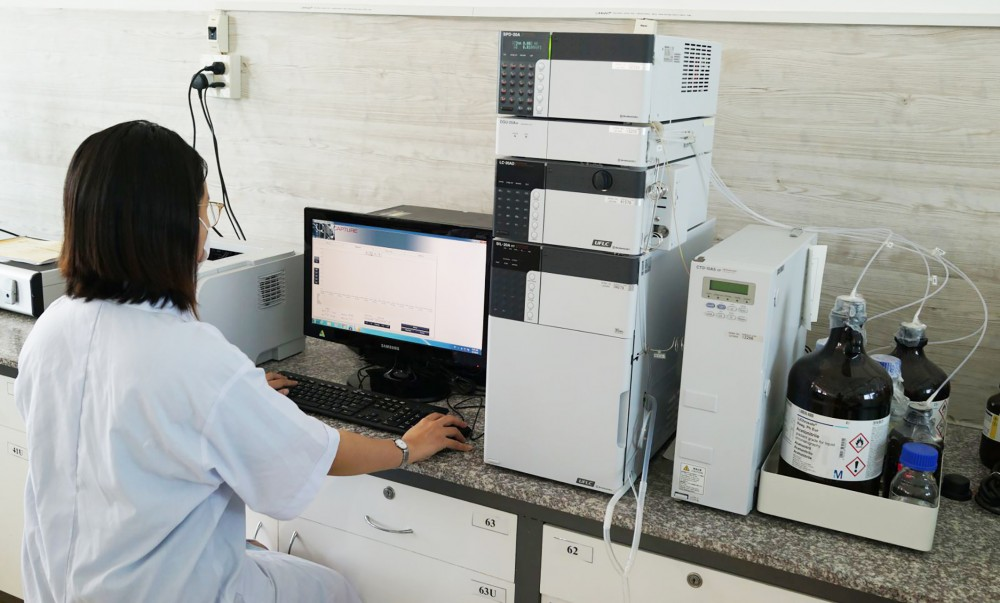 Ứng dụng công nghệ kỹ thuật hóa học trong phân tích sản phẩm thực phẩm, sản phẩm công nghệ sinh học tại Khoa CNTP và CNSH.  Ảnh: CTV