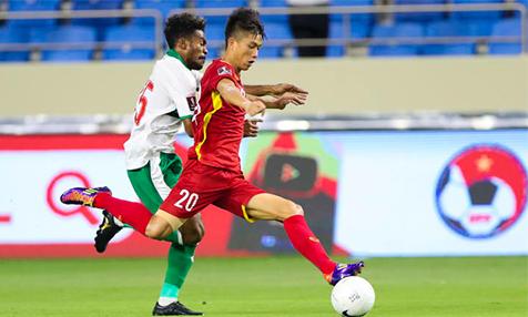 Tiền vệ Phan Văn Đức trong trận đấu với Indonesia. Ảnh:AFC