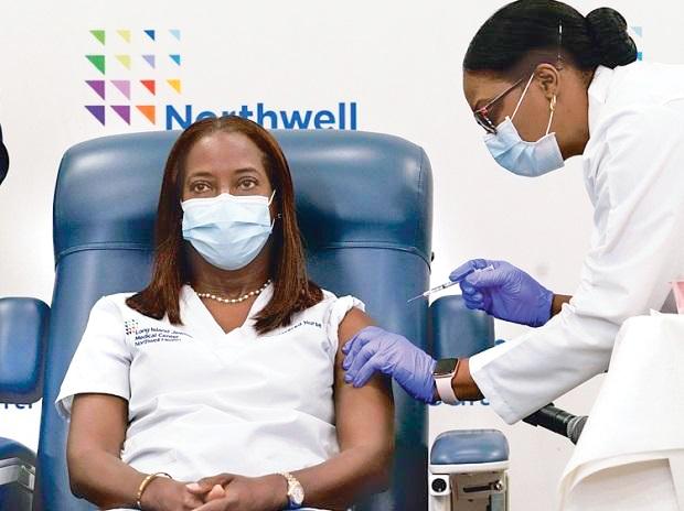 Hơn 63% người trưởng thành ở Mỹ đã được tiêm vaccine COVID-19.