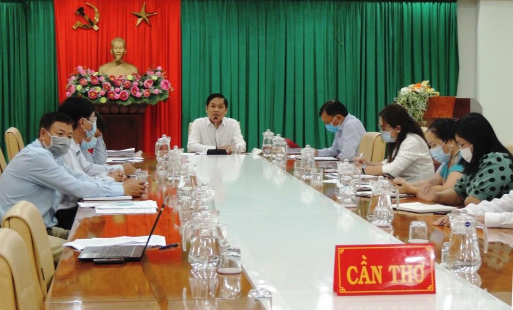 Phó Chủ tịch UBND TP Cần Thơ Nguyễn Văn Hồng phát biểu tại hội nghị.