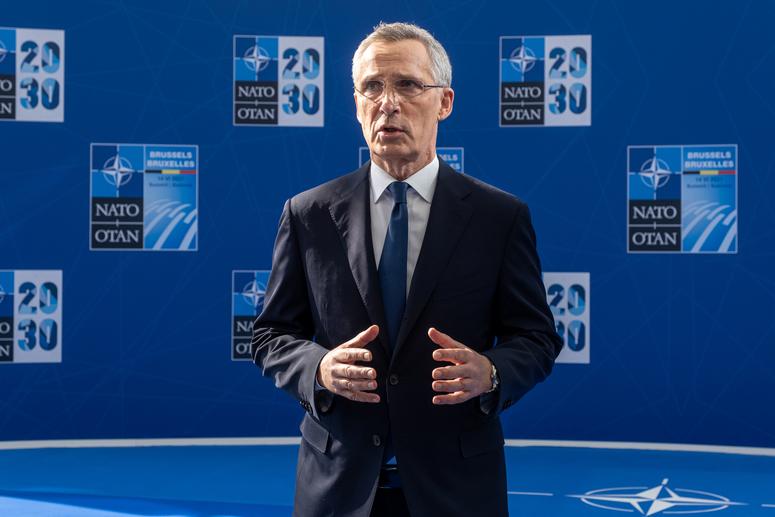 Tổng Thư ký NATO Stoltenberg phát biểu tại hội nghị.