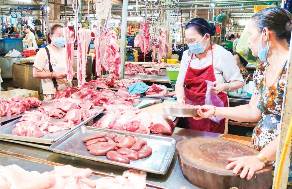 Thịt heo bày bán tại chợ Nhà lồng 3, Trung tâm thương mại Cái Khế, quận Ninh Kiều, TP Cần Thơ.