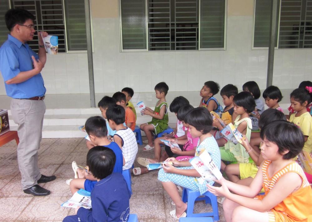 Buổi sinh hoạt chuyên đề phòng, chống tai nạn thương tích trẻ em tại Cơ sở Bảo trợ xã hội Thiên Ân. Ảnh: P.MAI