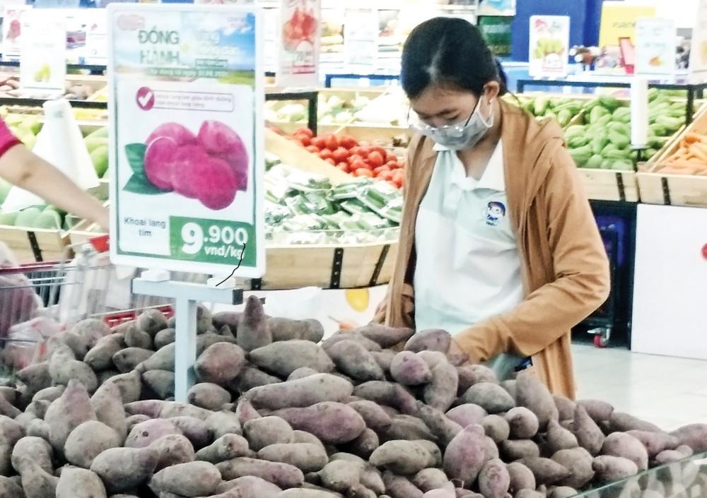 Khoai lang Bình Tân được bán tại siêu thị GO! Cần Thơ giá 9.900 đồng/kg.