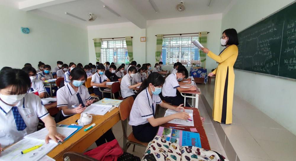 Học sinh lớp 12 Trường THPT Thới Lai trong giờ học tháng 5-2021. Ảnh: B.NG