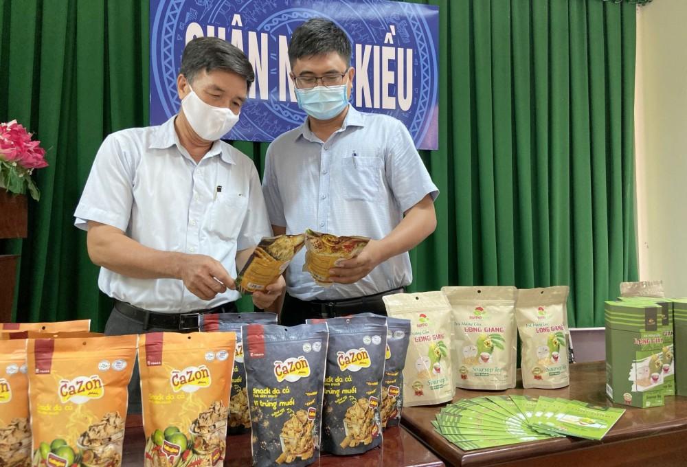 Sản phẩm OCOP quận Ninh Kiều trưng bày tại Hội nghị đánh giá và xếp hạng sản phẩm OCOP của quận năm 2021.