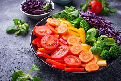 Bổ sung rau quả màu sắc đa dạng mỗi ngày giúp cơ thể hồi phục tốt hơn. Ảnh: ShutterStock