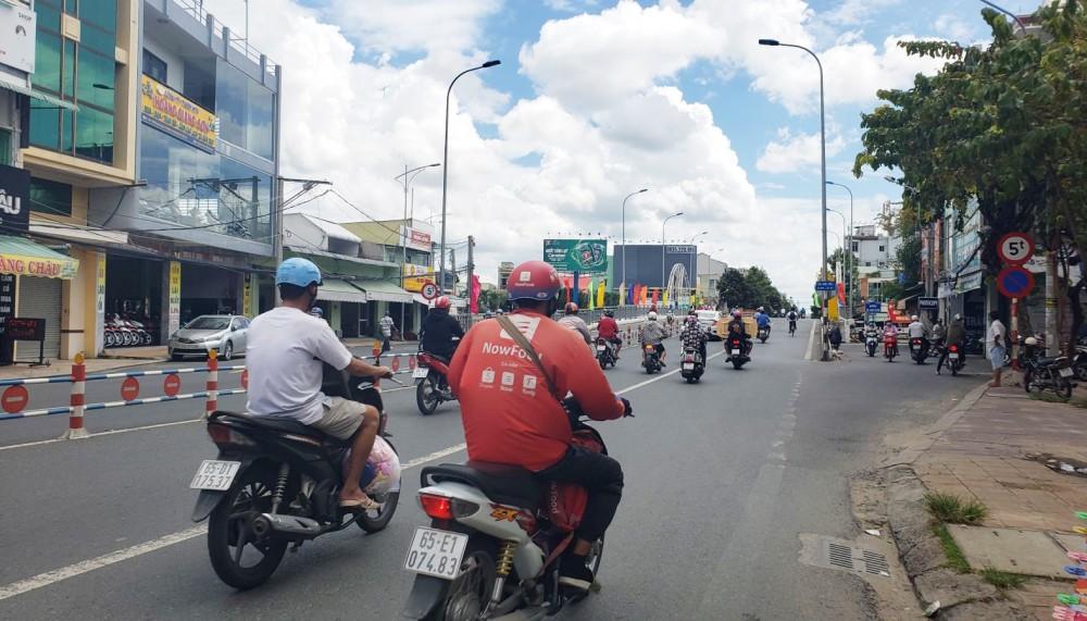 Người dân cần đảm bảo các quy định về ATGT khi tham gia giao thông. Trong ảnh: Người tham gia giao thông lưu thông trên đường Hùng Vương (Ninh Kiều) chấp hành tốt các quy định về ATGT.