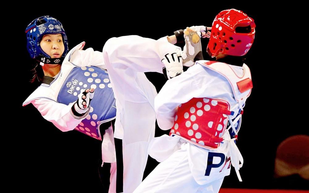 Võ sĩ Trương Thị Kim Tuyền (trái) quê Vĩnh Long, là niềm hy vọng của Taekwondo Việt Nam tại Olympic 2020. Ảnh: DƯƠNG THU