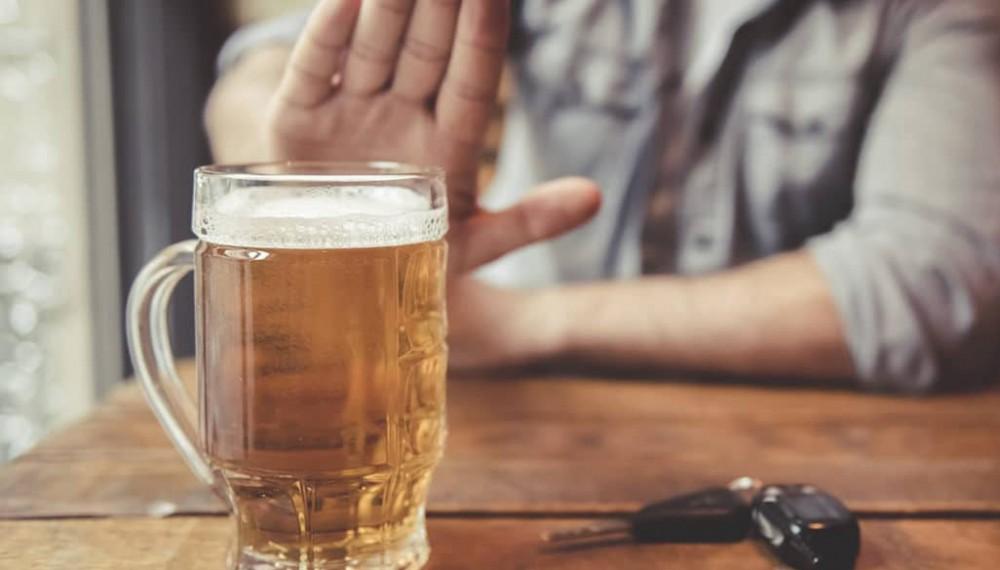 """Nói """"không"""" với bia rượu có thể góp phần phòng tránh ung thư."""
