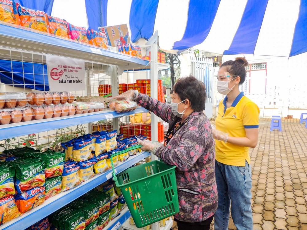 """Mô hình """"Siêu thị mini 0 đồng"""" tại phường Xuân Khánh, quận Ninh Kiều do CBA phối hợp với nhiều đơn vị, doanh nghiệp cùng tổ chức."""