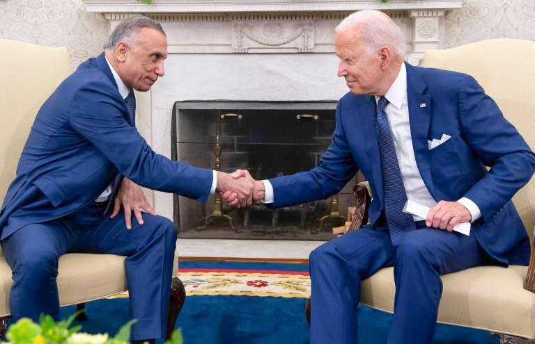 Tổng thống Mỹ Biden (phải) trong cuộc gặp Thủ tướng Iraq al-Kadhimi hôm 27-7. Ảnh: AFP