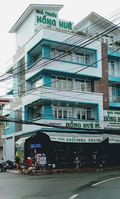 Nhà thuốc Hồng Huệ, ở đường Trần Hưng Đạo, phường Châu Văn Liêm.